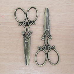 F8609 - Scissor charms. Pack of 2 - F8609