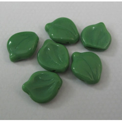 CZ2110 - Green Glass leaves. Pack of 10